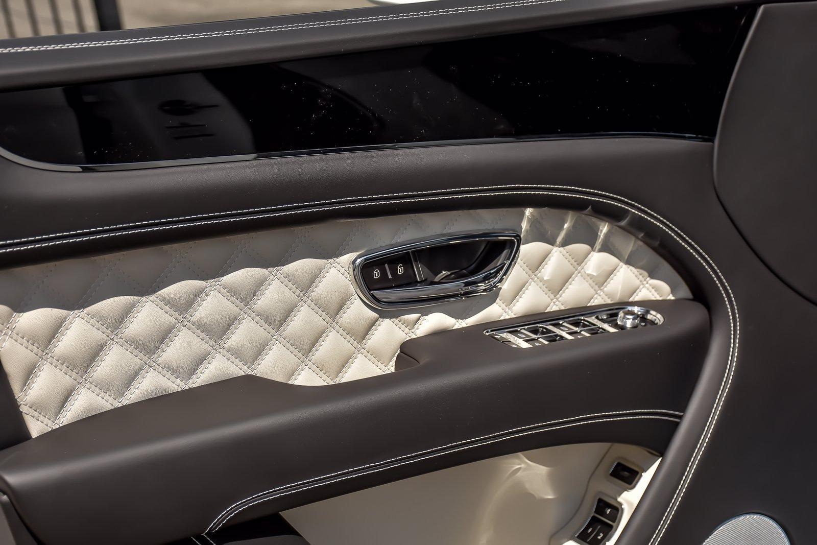 New 2021 Bentley Bentayga Hybrid | Downers Grove, IL