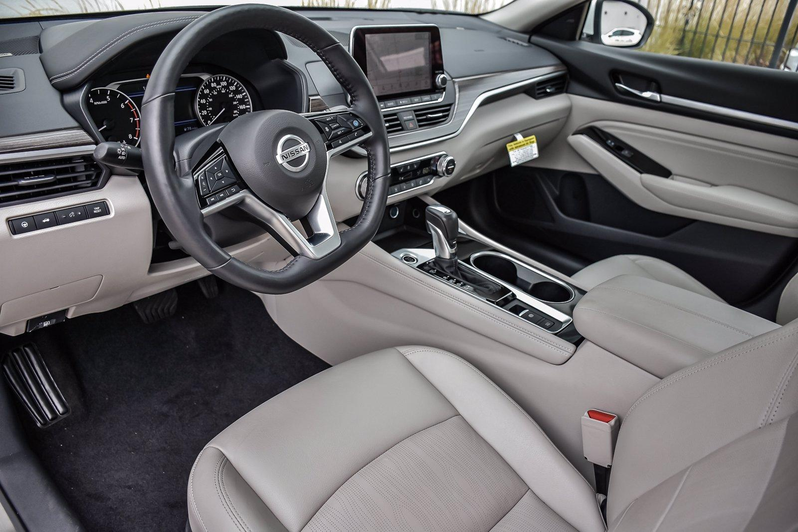 Used 2020 Nissan Altima 2.0 Platinum | Downers Grove, IL