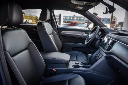 Used 2020 Volkswagen Atlas Cross Sport 2.0T SE w/Technology | Downers Grove, IL