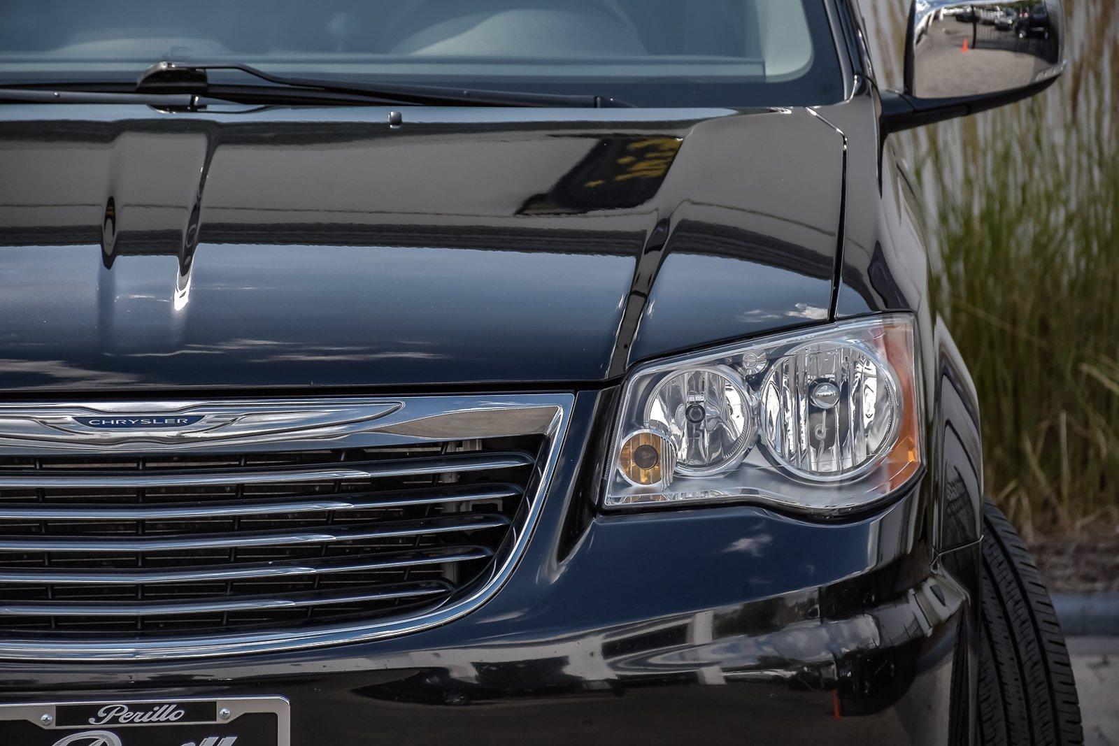 Used 2013 Chrysler Town & Country Touring-L Premium w/Rear Ent | Downers Grove, IL